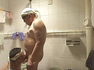 Father and son bathroom passion 18:11 2020-04-15